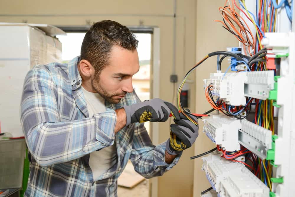 What To Expect From An Electrical Apprenticeship | Major